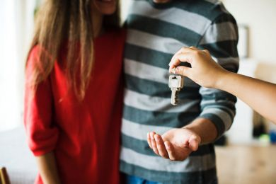 How to become a property agent