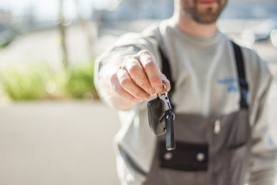 What's the Difference Between a Car Leasing and a Car Rental Business?