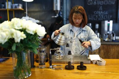How to Make a Career Change With a Coffee Shop Franchise