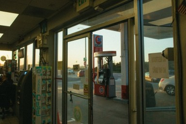 How to Make a Career Change With a Convenience Store Franchise