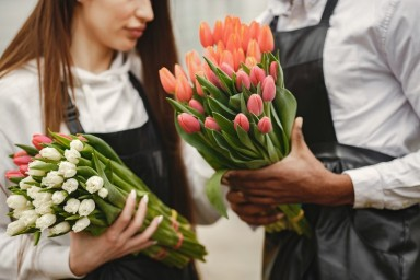 How to Become a Florist