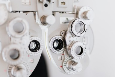 How to Make a Career Change With an Optician Franchise