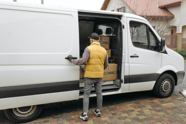 How to Make a Career Change With a Courier Franchise